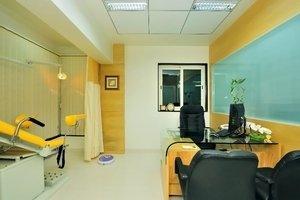 Patient Examination|Dr Meenu Agarwal|Dhole Patil Road,Pune