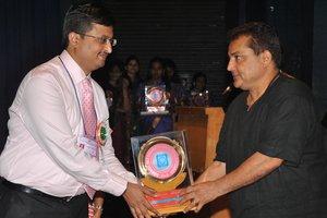 Receiving Bharatiya Chikitsa Ratna Award|Shishumoh Clinic |Pune-Satara Road,Pune
